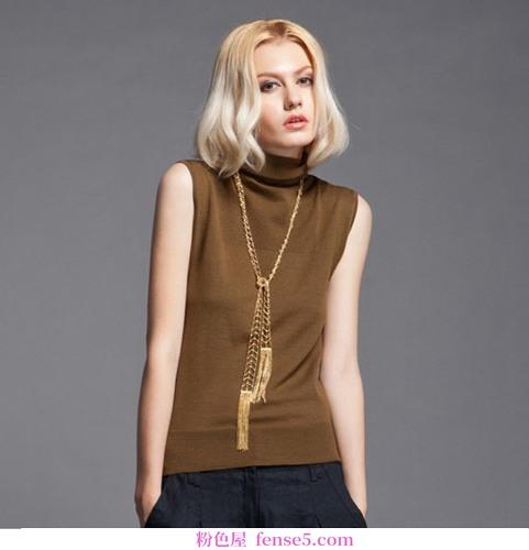 一系列与裤子相配的特殊毛衣