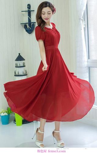 连衣裙又长又漂亮,又短又迷人,每一件都很迷人