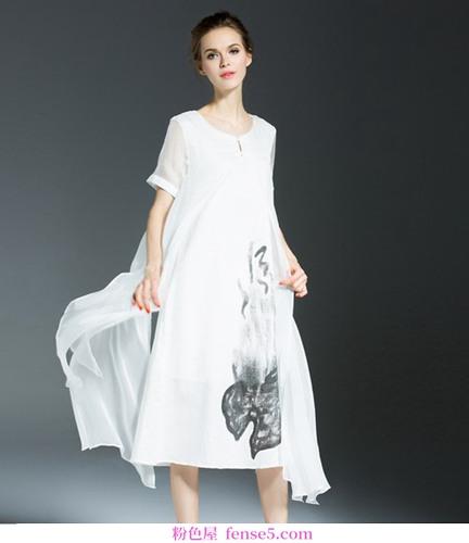 丝绸裙子是长久以来的荣耀,是最后浪漫的经典
