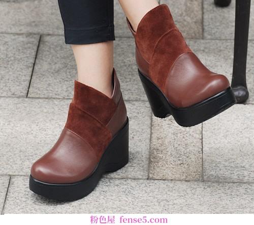 坡跟靴低调高