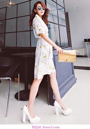 在清爽的夏日,白色的裙子是最好的衣服