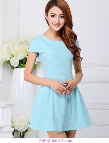 朴素但不轻盈,清新的连衣裙
