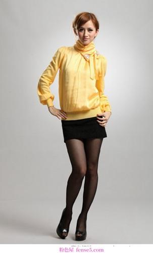 柔软的蝴蝶结毛衣