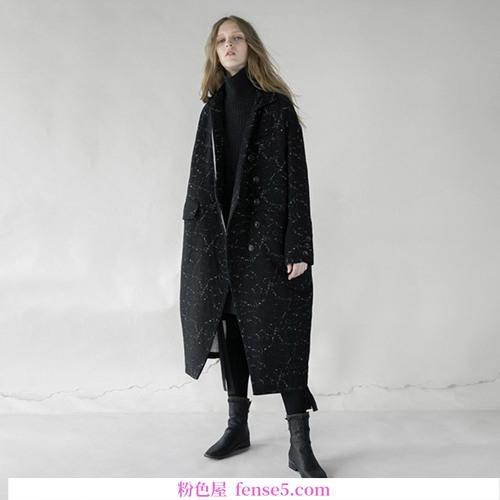 额外额外的初冬羊毛大衣。是时候开始了