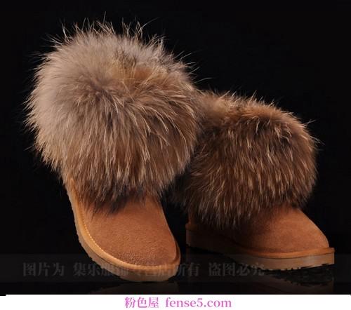 寒冷从脚下开始,雪地靴起到了美丽送温暖的作用
