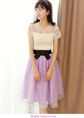 浪漫的重力蕾丝连衣裙