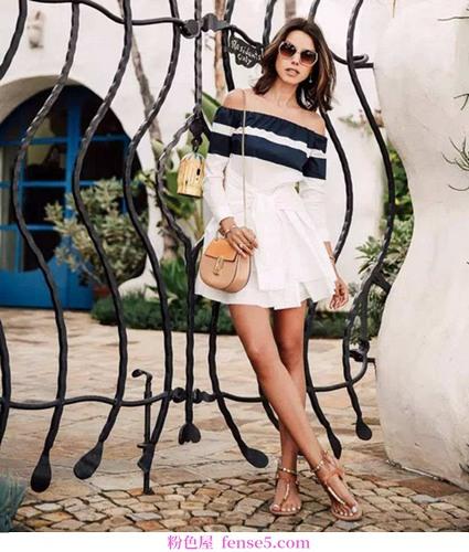 夏天有凉爽时尚的露肩衣服和你一起度过