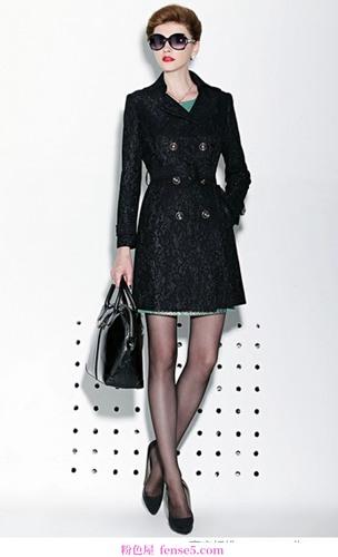 这件大衣穿起来很简单,而且款式最好