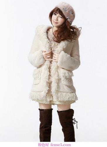 纯净的冬装和浪漫的雪有你温柔的倒影