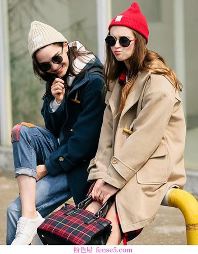 这件连帽大衣显示出它年轻的颜色